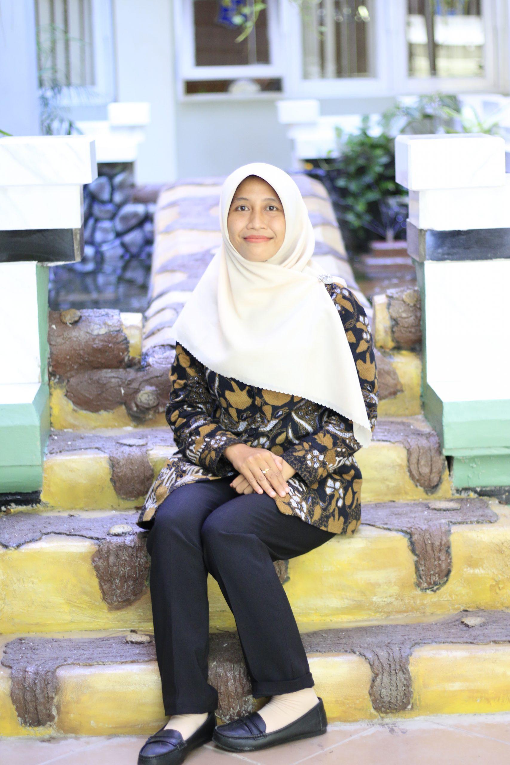 Nur Azizatur Rahmawati, S.Pd.